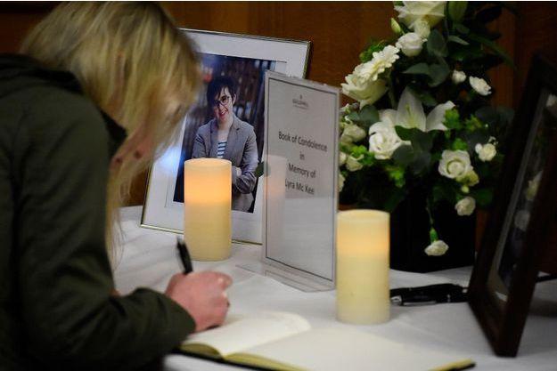 La journaliste Lyra McKee et tuée par balle lors d'affrontements à Londonderry la semaine dernière.