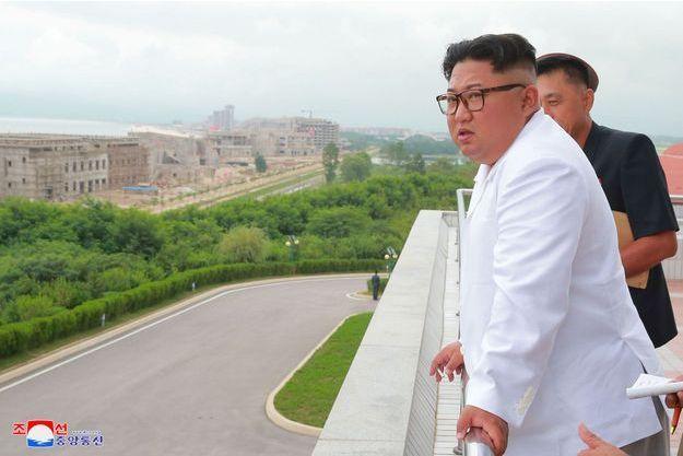 Kim Jong Un visite le chantier d'un complexe touristique dans le district de Wonsan-Karma.