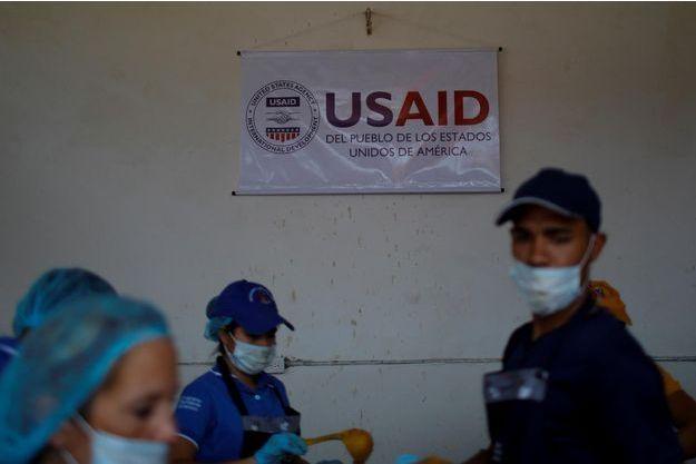 L'aide humanitaire américaine, refusée par Nicolas Maduro, est arrivée à la frontière vénézuélienne.