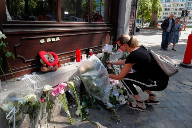 Fleurs et bougies déposées à Liège en hommage aux victimes de l'attaque terroriste du 29 mai.