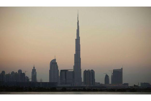 Un mois après son inauguration, la plus haute tour du monde a fermé ses portes au public.