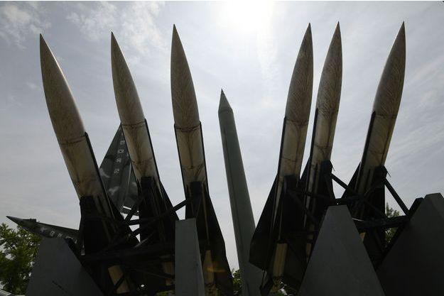 Des répliques de missiles Scud-B.