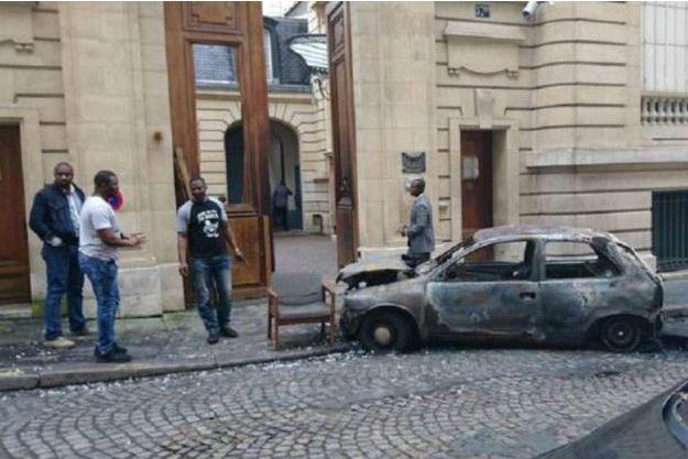 L'ambassade du Congo-Brazzaville, située rue Paul Valéry à Paris, au lendemain de l'attaque à la voiture bélier le 22 juin 2016