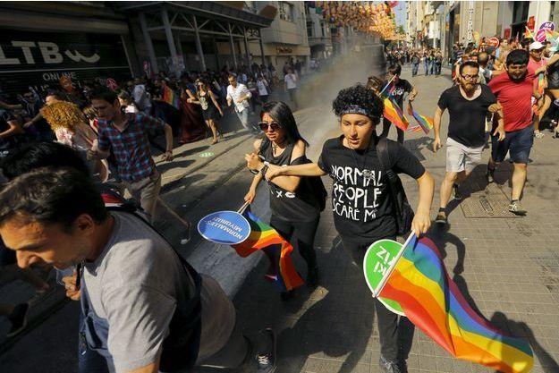 En 2015, balles en caoutchouc, grenades lacrymo et canons à eau avaient été utilisés sur les participants.