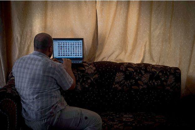 Sur l'ordinateur d'Ali le photographe, les portraits et les noms de 1 325 recrues de Daech