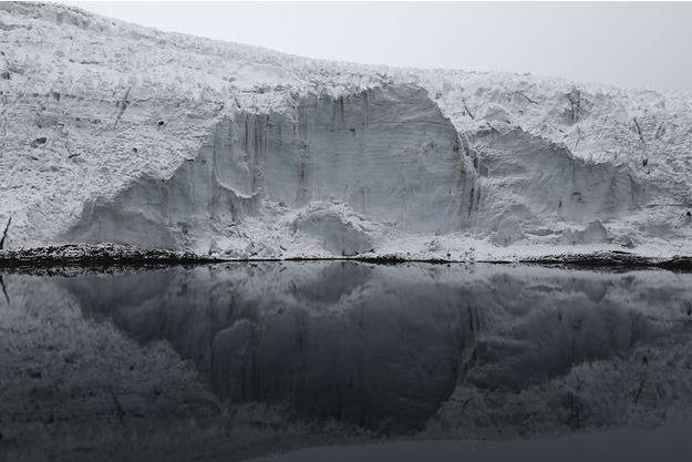 Un glacier en train de fondre au Pérou.