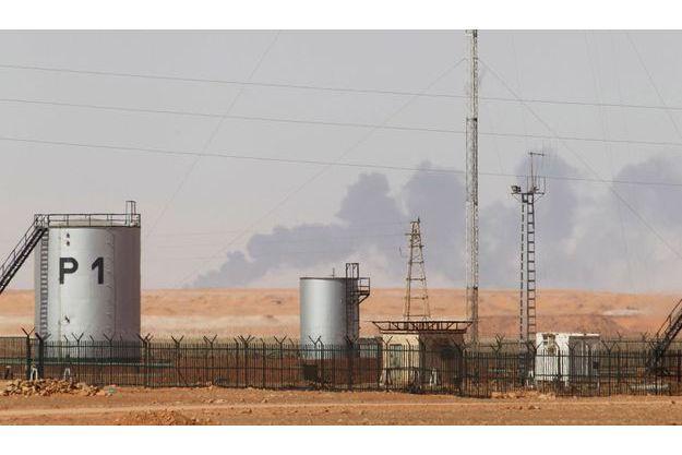 De la fumée se dégageait du site du Tiguentourine, près d'In Amenas.