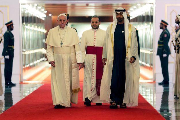 https://resize-parismatch.lanmedia.fr/r/625,417,center-middle,ffffff/img/var/news/storage/images/paris-match/actu/international/le-pape-francois-aux-emirats-pour-montrer-sa-fraternite-avec-les-musulmans-1603077/25966921-1-fre-FR/Le-pape-Francois-aux-Emirats-pour-montrer-sa-fraternite-avec-les-musulmans.jpg