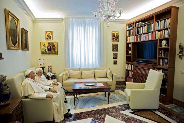Dans ce lieu imposant du palais pontifical le Saint-Père reçoit les chefs d'Etat et autres invités de marque.