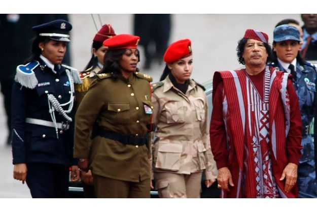 "Kadhafi et ses ""amazones"" en 2008 en Ukraine."