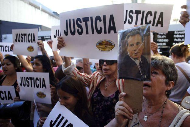 Les Argentins réclament justice dans l'affaire de la mort du procureur Nisman.