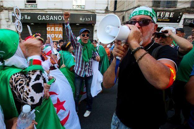 """Les autorités algériennes """"serrent la vis"""" contre la contestation, dénonce HRW"""