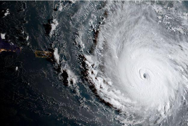 L'ouragan de catégorie 5 s'apprête à déferler sur les Caraïbes.