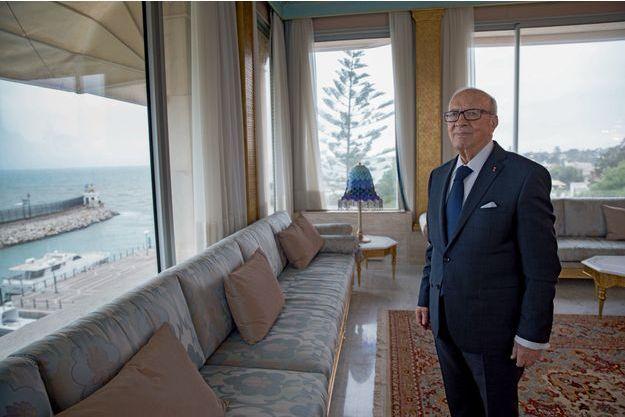 Béji Caïd Essebsi, 88 ans, a servi aussi bien sous Bourguiba que sous Ben Ali, avant de s'imposer comme le poids lourd de la Tunisie post-révolutionnaire, à la tête du parti Nidaa Tounes. Premier président élu démocratiquement, cet ancien ministre de l'Intérieur, de la Défense et des Affaires étrangères est aujourd'hui considéré comme le seul homme d'Etat à pouvoir faire barrage aux islamistes.
