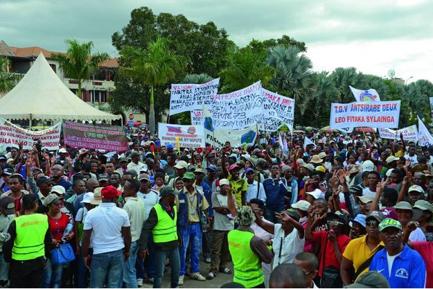 Depuis plus d'un mois, plusieurs milliers de manifestants occupent la place du 13 mai à Antananarivo, ici le 18 mai 2018
