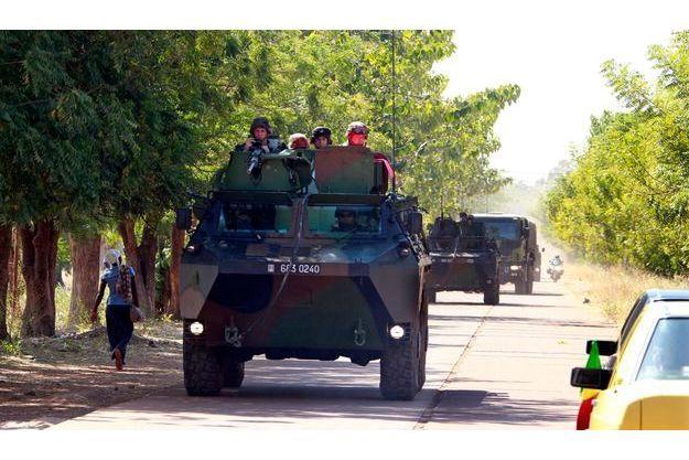 Un convoi de blindés français à Bamako