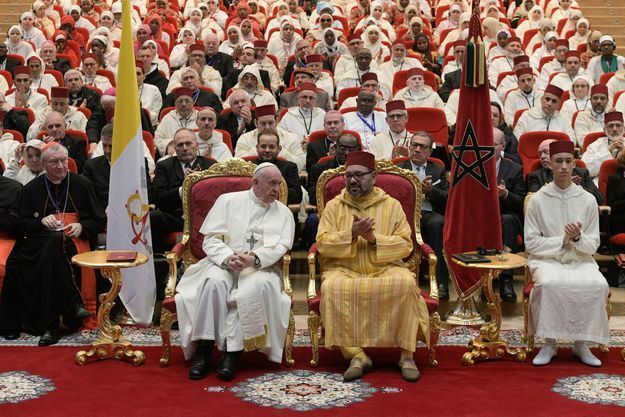 La pape François et Mohammed VI à l'Institut des imams de Rabat le 30 mars.