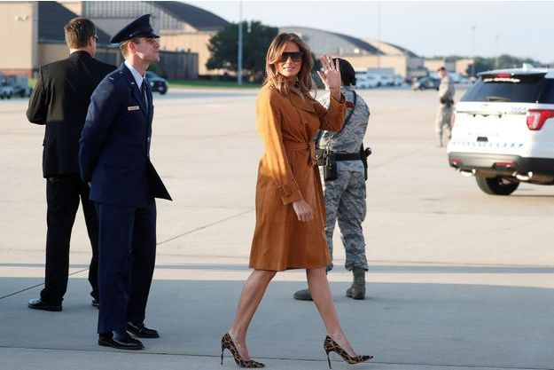 Melania Trump quittant la base militaire d'Andrews.