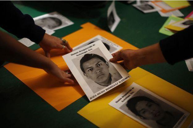 La mobilisation pour retrouver les 43 étudiants portés disparus se poursuit, malgré les faibles espoirs.
