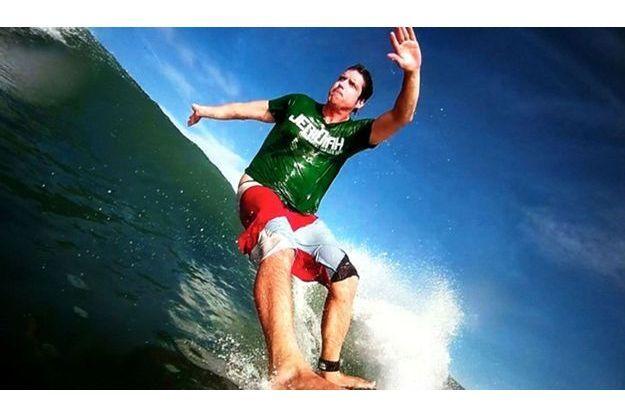 Nick Woodman sur sa planche de surf.