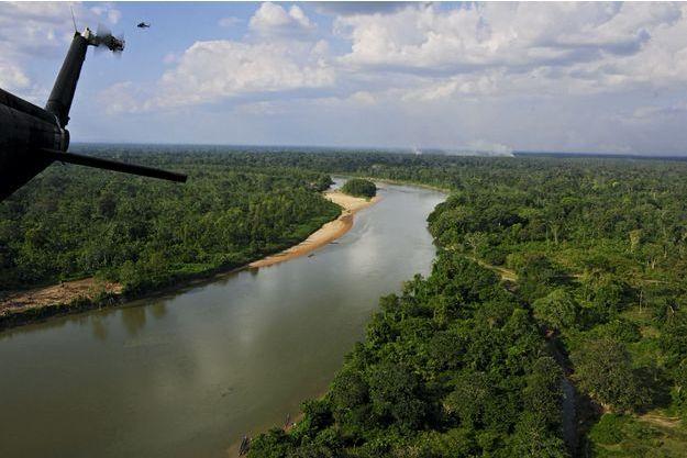 C'est en hélicoptère que l'on rejoint le site archéologique dans la Mosquitia : 50 000 kilomètres carrés de végétation dense traversés par quelques rivières dans le nord-est du Honduras.