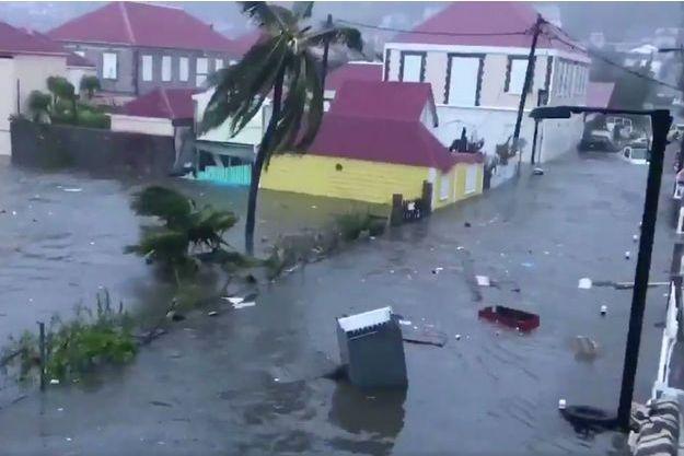Ces images ont été filmées par une habitante de Gustavia, capitale de Saint-Barthélemy.