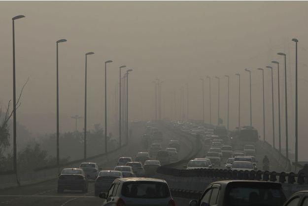Des véhiculent à New Delhi.