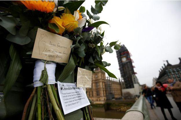 Des hommages aux victimes de l'attaque du London Bridge.