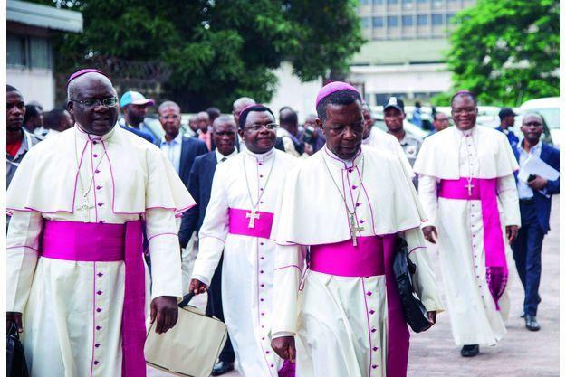 Le 1er janvier 2017, Mgr Marcel Utembi, président de la Cenco (deuxième en partant de la gauche) et d'autres évêques à la sortie de la signature de l'accord de la Saint-Sylvestre à Kinshasa.
