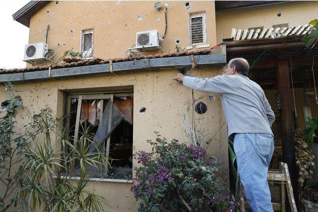 Dans cette maison d'Ashkelon, en Israël, un homme est mort après un tir de roquette en provenance de Gaza.