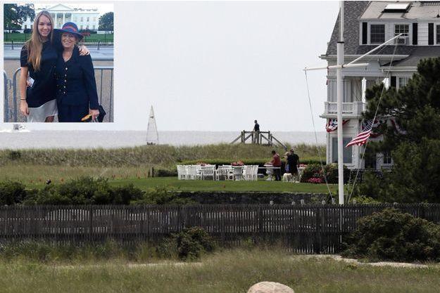 Le 2 août. Au lendemain de sa mort par overdose, sans doute de médicaments. A Cape Cod, dans la maison de sa grand-mère Ethel Kennedy (91 ans), les drapeaux sont en berne. En médaillon: Saoirse avec sa mère, Courtney, la 5e des 11 enfants de Robert F. Kennedy. C'était en 2015, devant la Maison-Blanche.