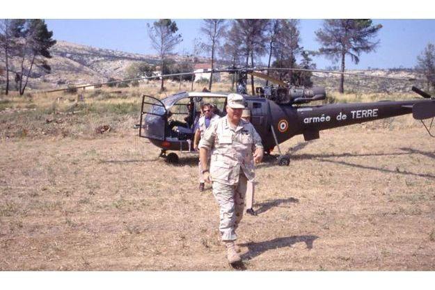 Norman Schwarzkopf lors de sa visite du centre de retraite de la légion à Puyloubier dans les Bouches-du-Rhône en 1991.