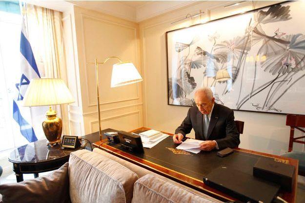 Shimon Peres prépare le discours qu'il doit prononcer mardi 12 mars devant le Parlement européen, à Strasbourg. Il y aborde la question des sanctions contre l'Iran et l'ajout du Hezbollah sur la liste des organisations terroristes.