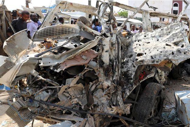 L'attentat a été commis avec des voitures piégées.