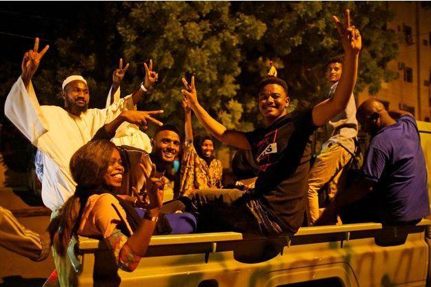 Scène de liesse à Khartoum.