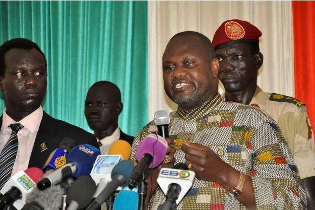 Riek Machar à son arrivée à l'aéroport de Juba mardi 26 avril 2016.