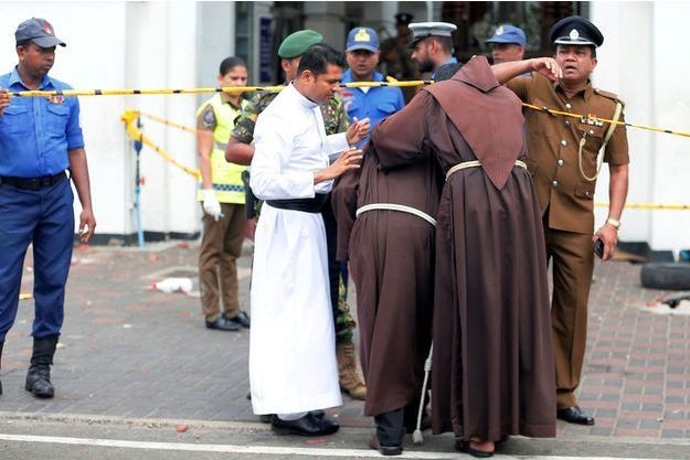Plusieurs explosions ont visé des églises et des hôtels au Sri Lanka dimanche.