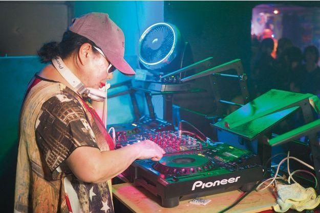 A 82 ans, Sumiko mixe à Tokyo