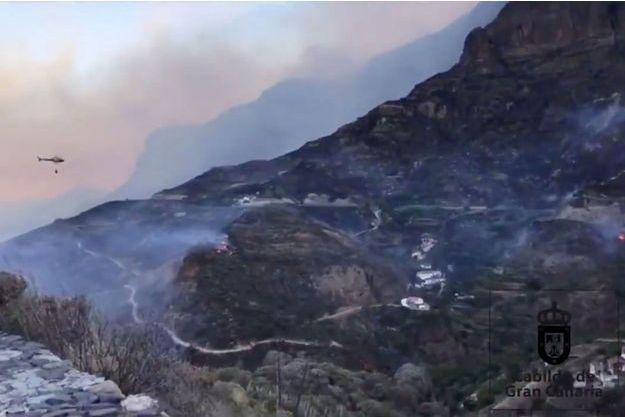 Les pompiers continuaient à lutter avec d'importants moyens lundi contre un incendie en Espagne.