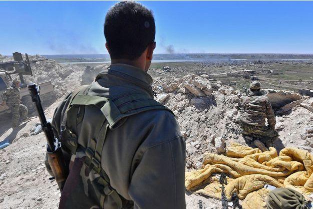 Des soldats des Forces démocratiques syriennes (FDS), à Baghouz, en mars dernier (image d'illustration).