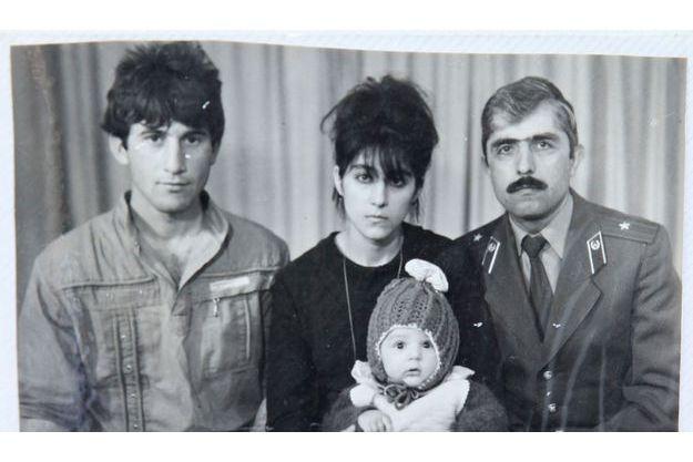 Une photo de famille du cerveau de l'attentat, Tamerlan Tsarnaev, alors qu'il n'était que bébé.