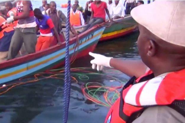 Plus de 130 personnes sont mortes dans le naufrage du ferry sur le lac Victoria.
