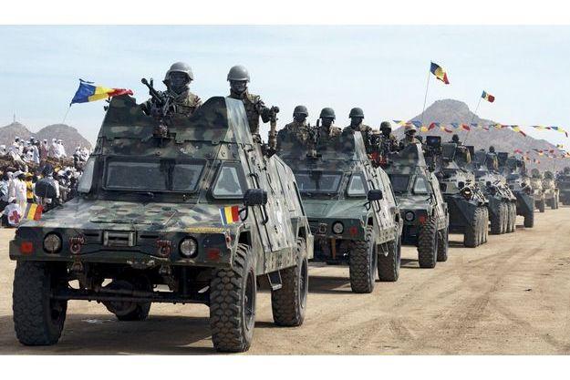Défilé d'automitrailleuses pour la Journée de la liberté et de la démocratie. C'est à Biltine, chef-lieu de la région Wadi Fira, que s'est tenu cette année l'anniversaire de l'accession au pouvoir du président Idriss Déby.