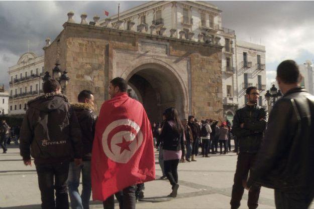 Christophe Cotteret aborde, avec un angle élargi, et différent de ce qu'on a l'habitude de voir, la révolution tunisienne.
