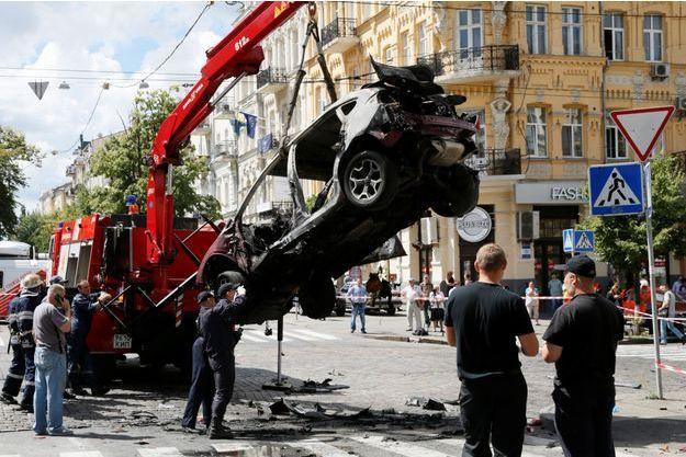 La voiture que conduisait Pavel Chemeret a explosé à Kiev, le journaliste a été victime d'un attentat.
