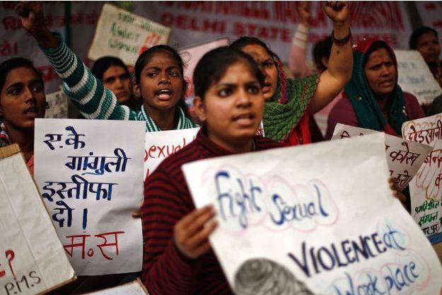 Des femmes manifestent à New Delhi, un an après le viol de la fille de l'Inde.