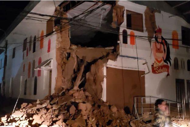 Un bâtiment détruit par le séisme au Pérou.