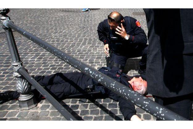 Un policier a été grièvement blessé dans la fusillade à Rome, ce dimanche.