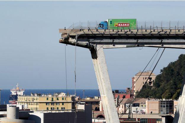 Ce qu'il reste du pont Morandi à Gênes, en Italie.
