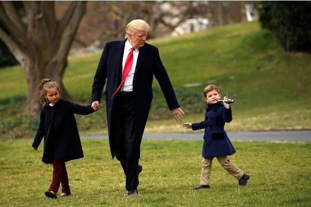 HUMOUR et Vérité ? : Trump demande à des enfants de lui donner des exemples de tragédies (La réponse argumentée d'un des enfants)  Donald-Trump-petits-enfants-4